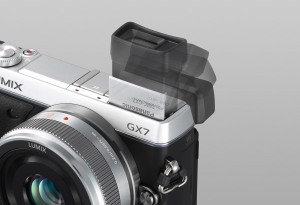 Panasonic Lumix DMC-GX7 - schwarz-silber, klappbarer Sucher (Bild: Panasonic)