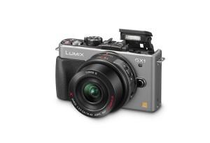 Panasonic Lumix DMC-GX1 - titansilber, interner Blitz hochgeklappt