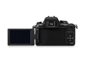 Panasonic Lumix DMC-GH2 - von hinten mit ausgeklapptem Display (Bild: Panasonic)