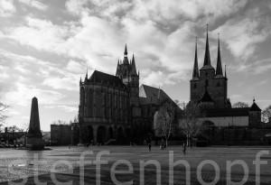 Erfurter Dom - Domplatz mit Obelisk 01