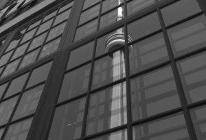Spiegelung Toronto Tower (sw)