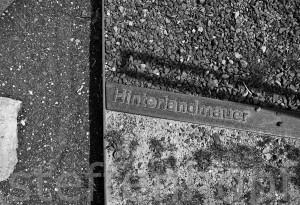Gedenkstaette Berliner Mauer, Bernauer Strasse, Hinterlandmauer Markierungsplakette von Steffen Hopf
