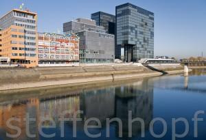 Medienhafen Duesseldorf - Alter Hafen in neuem Gewand 02 von Steffen Hopf.