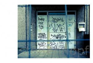 Plattenbau - Ruine einer DDR-Platte in Erfurt 05 von .
