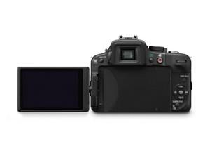 Panasonic Lumix G3 - von hinten mit aufgeklapptem Monitor (Bild: Panasonic)
