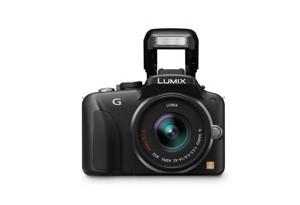 Panasonic Lumix G3 - interner Blitz hochgeklappt (Bild: Panasonic)