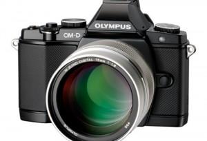 Olympus M.Zuiko Digital ED 75mm an OM-D (Bild: Olympus)