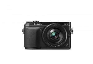 Panasonic Lumix DMC-GX7 - von vorn in schwarz (Bild: Panasonic)