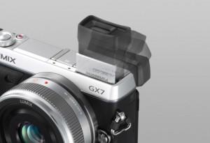 Panasonic Lumix DMC-GX7 - kippbarer Sucher (Bild: Panasonic)