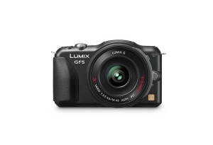 Panasonic Lumix DMC-GF5 - schwarz, von vorn (Bild: Panasonic)