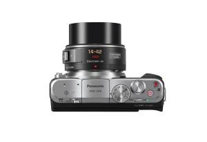 Panasonic Lumix DMC-GF6 - schwarz, von oben mit Pancake 14-42mm (Bild: Panasonic)