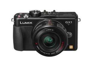 Panasonic Lumix DMC-GX1 - schwarz, mit Pancakepowerzoom 14-42mm (Bild: Panasonic)