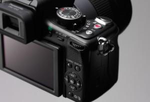 Panasonic Lumix DMC-GH2 - seitliche Aufnahme von hinten (Bild: Panasonic)