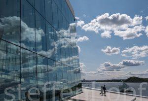 Oslo - Opernhaus Dach, Spiegelung mit Wolkenspiel